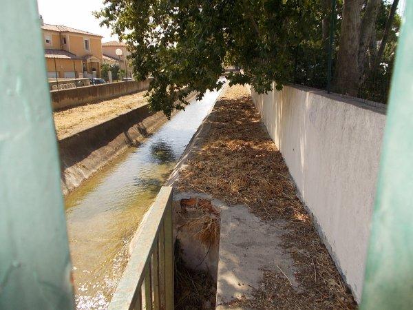 balade le long du canal de marseille