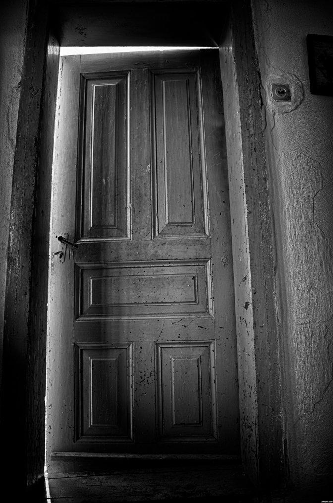 Porte entrouverte