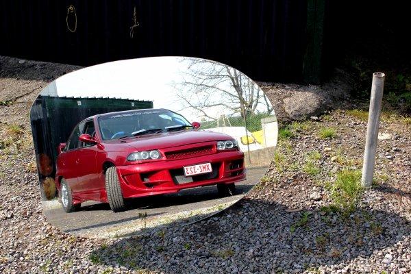 """petite photo qui me plait beaucoup... ( jeu photo avec comme theme """"votre voiture en refflet"""" )"""
