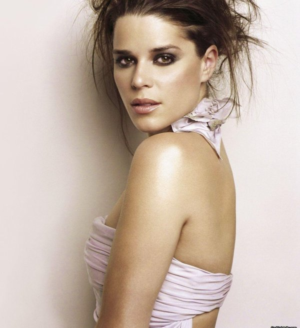1♥ Neve Campbell