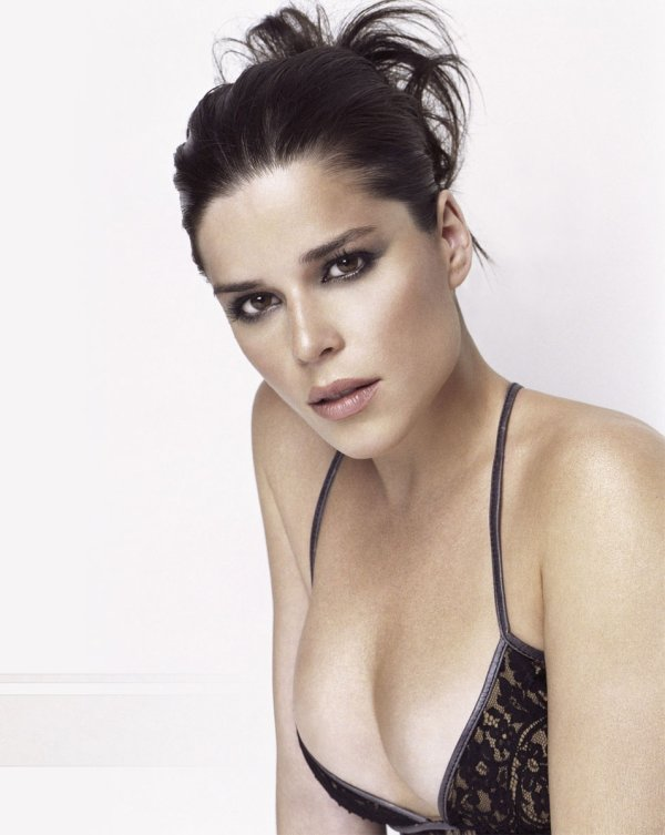 2♥ Neve Campbell