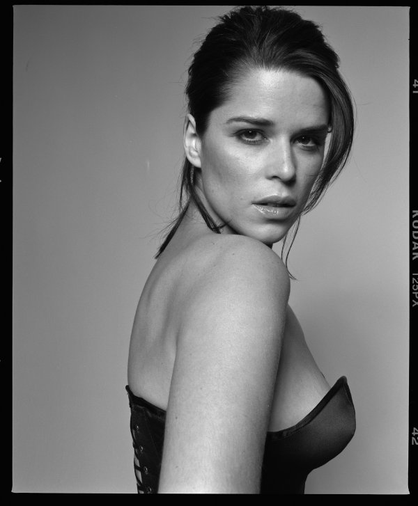 6♥ Neve Campbell