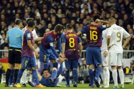 Pepe s'excuse d'avoir marché sur la main de Messi