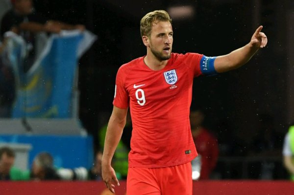 Tunisie  - Angleterre :  Le prince Harry Kane Save the Queen