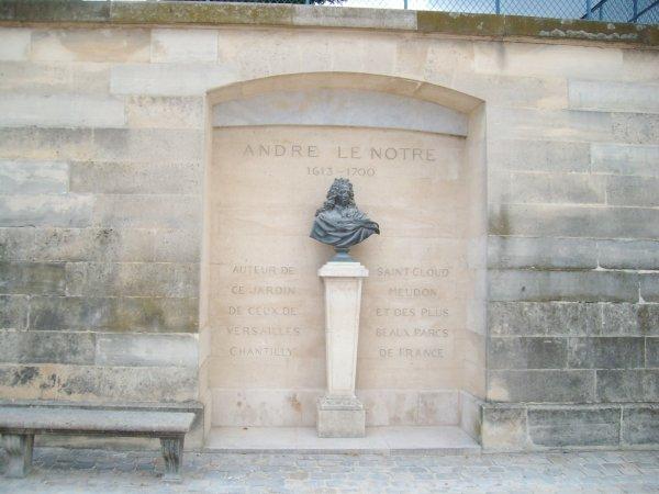La statue d'Andre Lenotre