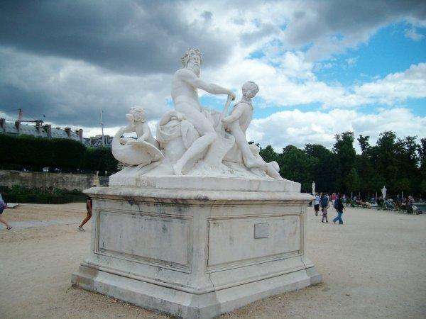 La statue de Zeus et Diane au jardin des Tuileries