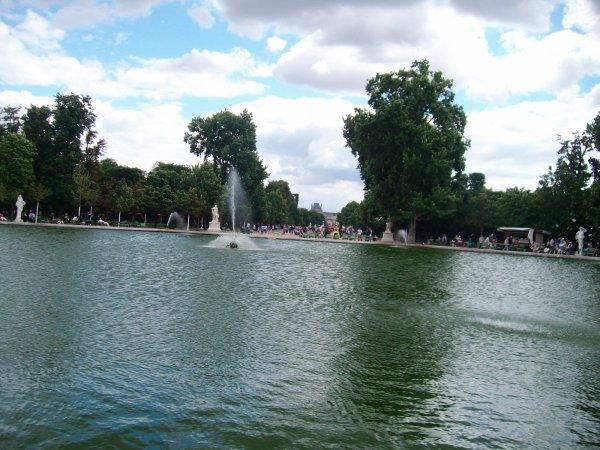 Le bassin du jardin des Tuileries