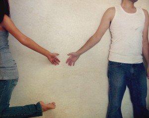 L'amour réunit les coeurs qui s'aiment.