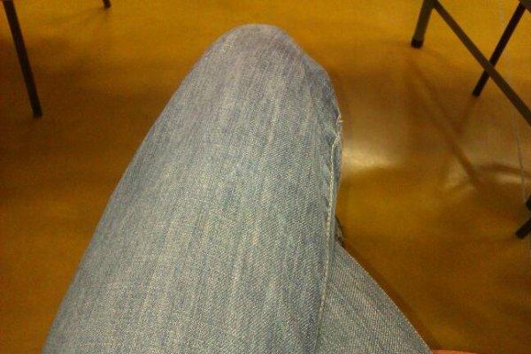Jambes croisées