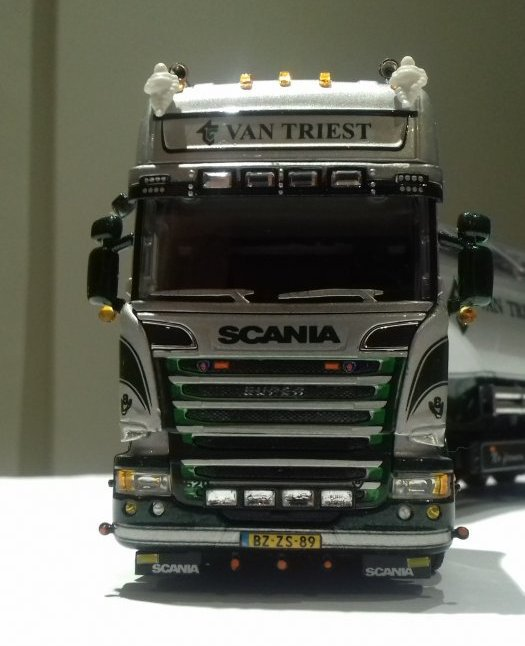 Scania an triest