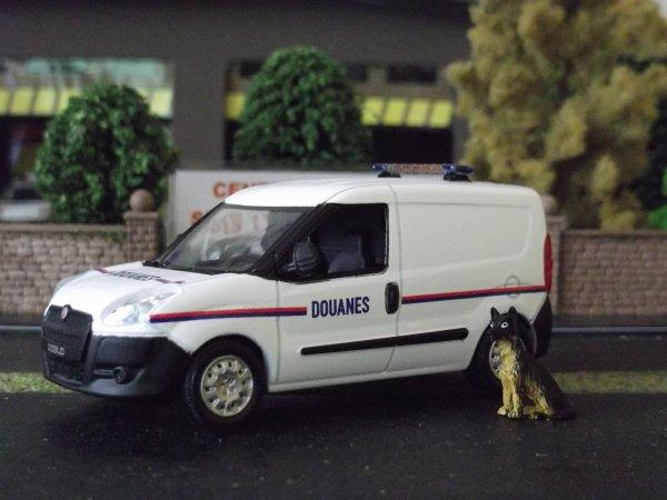 Ensemble véhicules Douanes Française by Minia17
