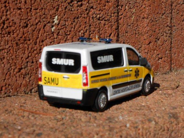 VLM SAMU SMUR Peugeot Expert 1:43 mondo motor by Minia17