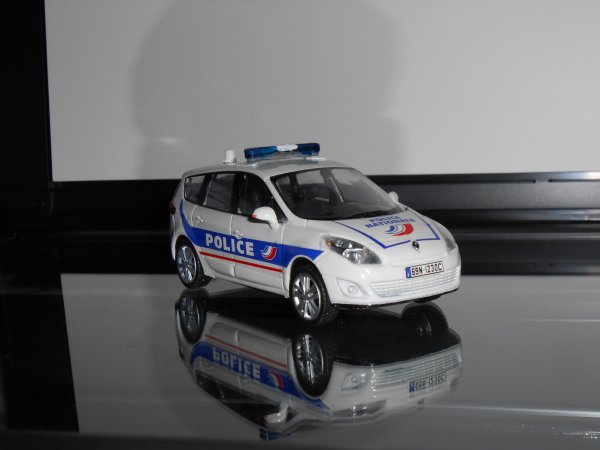 Renault Grand Scenic Police 1:43ème