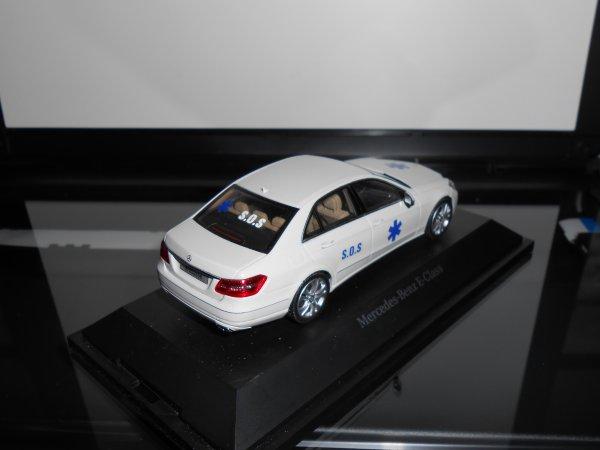 Mercedes classe E , au 1:43ème, VSL des ambulances S.O.S