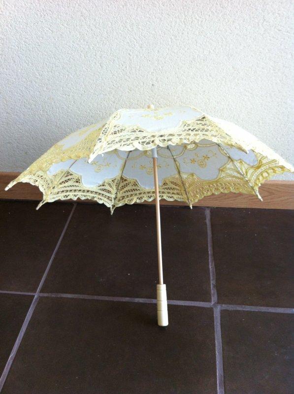 location ombrelle en support dragée ou accessoire mariée