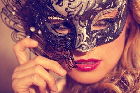 Le masque cache la vérité ..