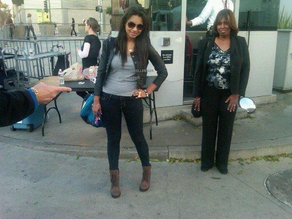 "Photo Twitter ""Ahahahaha me and grandma jarrell in the back ahahahahahaha :)"""