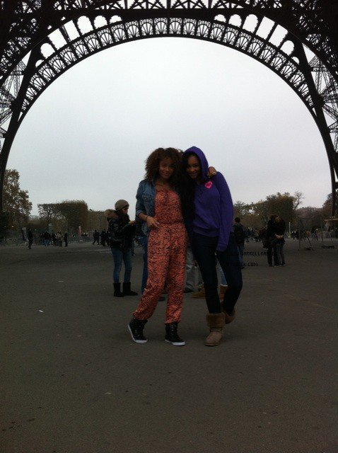 "MzBratt Twitter : ""11.11.11 at 11am in #Paris"""