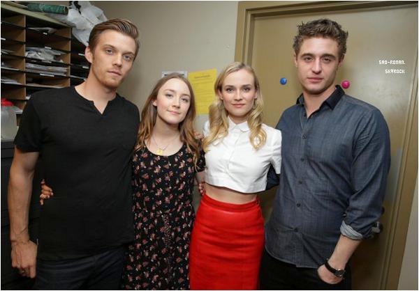15/03/2013 : Saoirse et le cast de ' The Host ' étaient à une scéance photos chez Barnes & Noble à Los Angeles