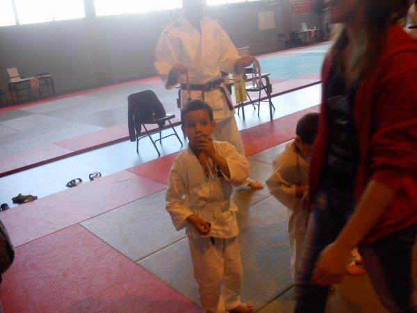 1ère médaille pour mon loulou au judo