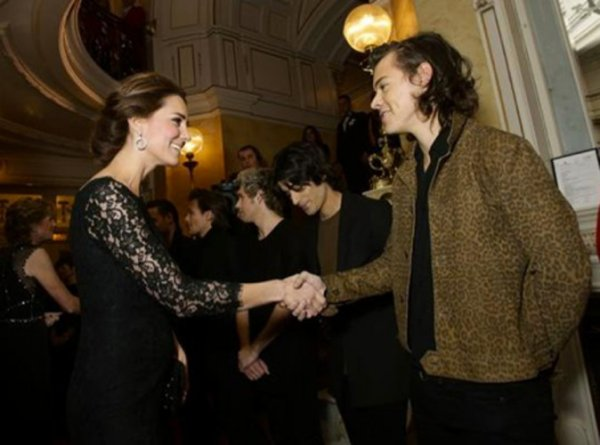 "Kate Middleton enceinte : Un ventre ""pas si gros"" selon Harry Styles des Ones Direction"