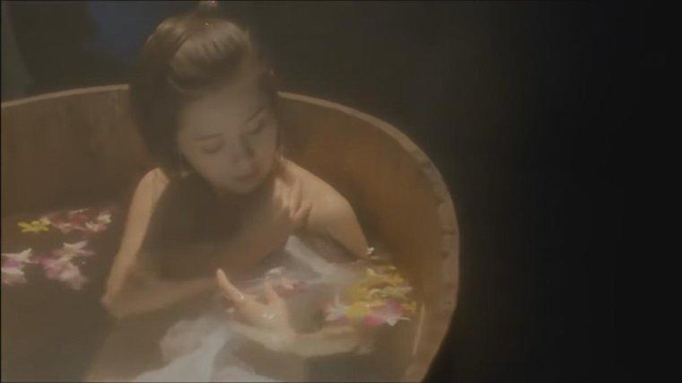 Loletta lee & Shu Qi dans SEX AND ZEN 2
