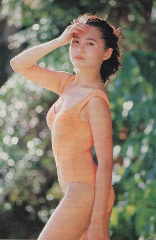 Loletta lee pose en maillot