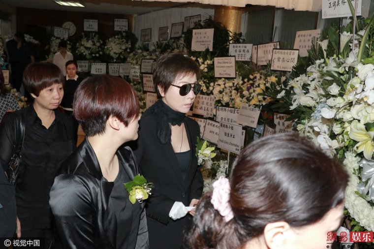 Loletta Lee et Fennie Yuen à la cérémonie d'adieu à Sheree Lo (Bonnie Law).