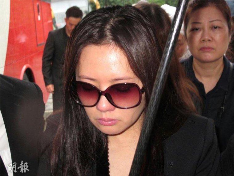 Loletta Lee trés peinée à la cérémonie d'adieux dediée à Bonnie Law