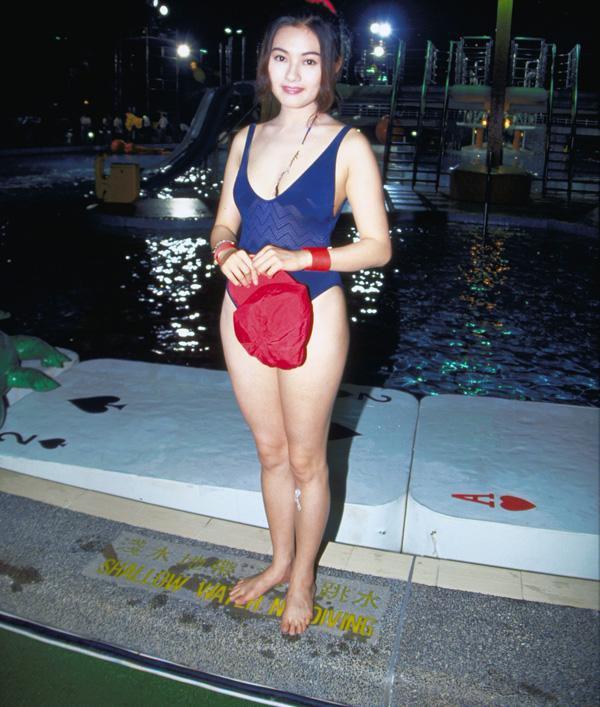 Loletta Lee à une émission tv de jeux aquatiques entre vedettes