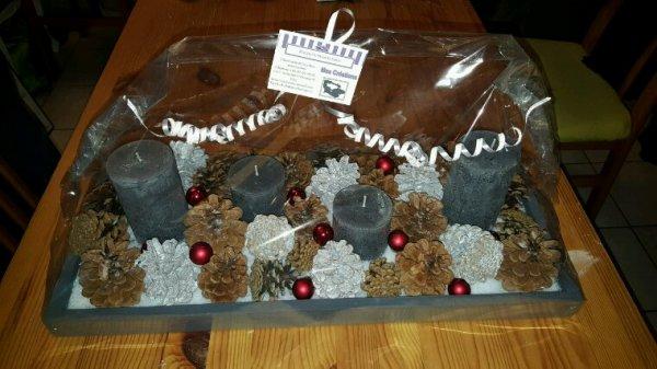Centre de table pour les fêtes de Noël 56.5 cm sur 25 cm. Bougies non parfumé anthracite