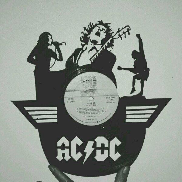 Découpe à la main de disque vinyle AC/DC