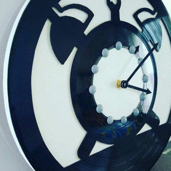 Disque vinyle découpe à la main horloge