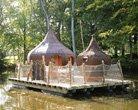Hébergement en Cabane sur l'eau au Domaine des Ormes, pour un séjour Atypique Breton