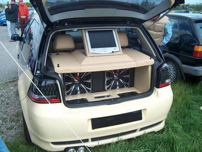 cool le coffre de la voiture tuning un skyblog sur tout. Black Bedroom Furniture Sets. Home Design Ideas