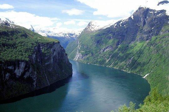Les falaises abruptes du Geirangerfjord