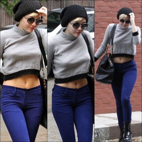 Le 15 Novembre 2012 : Miley Cyrus c 'est rendu a un immeuble a '' Beverly Hills ''