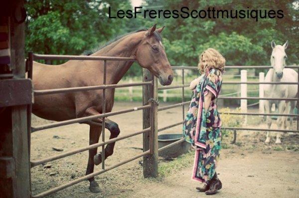Photoshoot Bethany Joy Lenz ( 2011 )