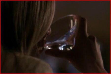 """Chapitre 2: """"elle s'assit au bar et se commanda une double vodka """""""