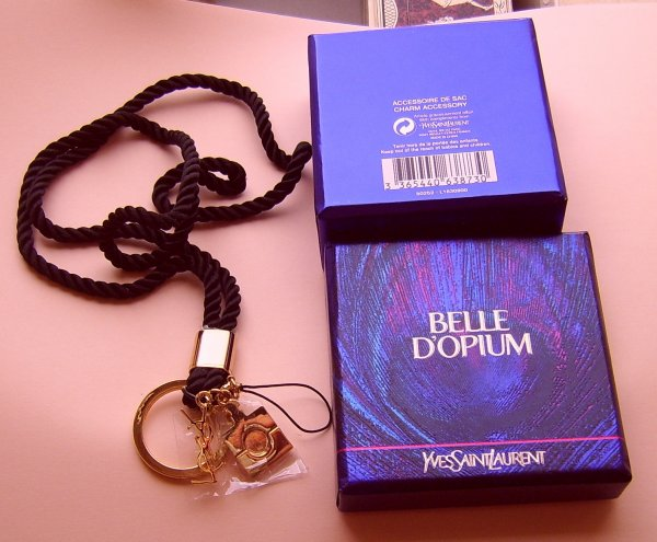 joli accessoire de sac YSL , belle d opium ..