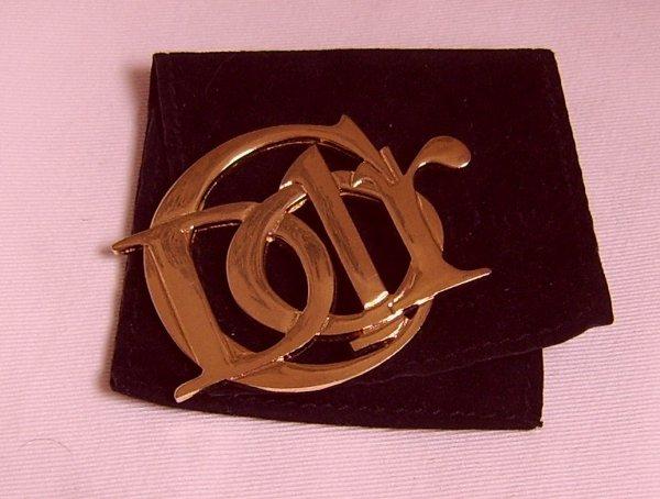 une broche DIOR , metal doré
