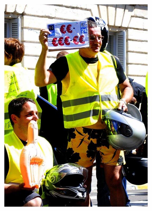 manif des motard en colére a dijon le 18 juin 2011 , je suis sur une photo deviner la quelle mdr