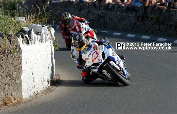 . 10/07/2013 : Southern 100: Guy 2ème en Superbike derrière Michael Dunlop et 2ème également en Supersport derrière Dean Harrison, Michael Dunlop ferme le top 3. .