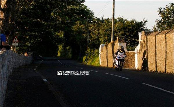 . 10/07/2013 : Excellent départ (3ème) de Guy mardi soir au Southern 100. #CourseSuperbike .