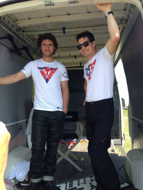 . 08/07/2013 : Guy avec Nicky Hayden sur le Dainese photoshoot à Misano. .