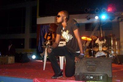 Meddy aracyakunzwe:Indirimbo ubanza ngukunda yamaze kugera muri Top 10 Most played ku inyarwanda.com