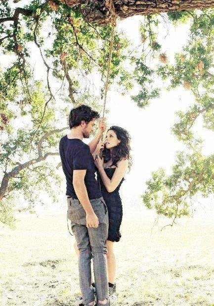 """""""Dors. Fais de beaux rêves. Tu es la seule à avoir touché mon coeur. Il t'appartiendra toujours. Dors, mon unique amour. Veille sur mon coeur; je l'ai confié à tes soins. """"     Twilight"""