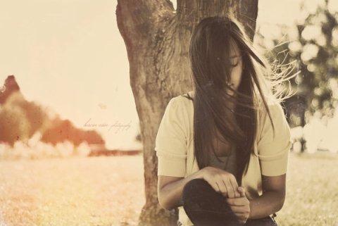 """""""Il y a des jours où je me sens brisée à l'intérieur, mais je ne veux pas l'admettre.. Quelques fois j'ai juste envie de me cacher parce que c'est toi qui me manques.""""   Christina Aguilera."""