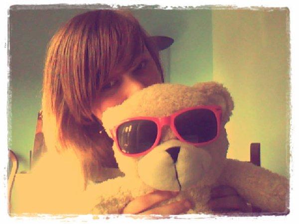 Elle a un Hippo qui péte moi j'ai un ours à lunettes :3 <3