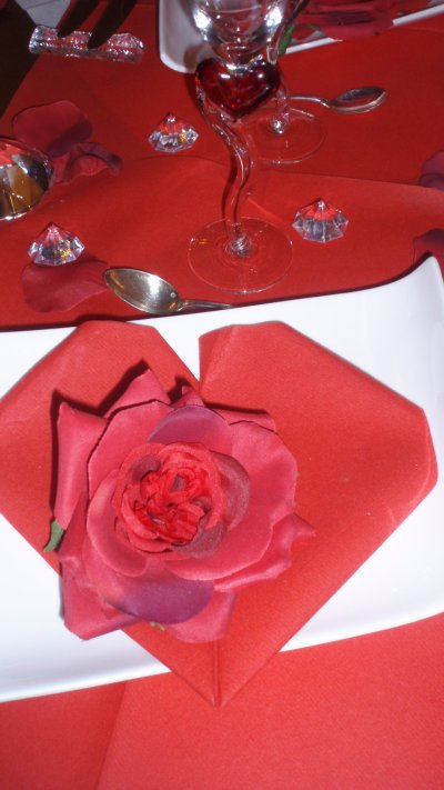 table saint valentin s o s decos. Black Bedroom Furniture Sets. Home Design Ideas